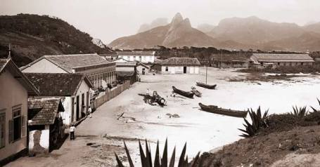 Copacabana, atual Posto 6, com o Morro Dois Irmãos ao fundo, c. 1895. Detalhe de foto de Marc Ferrez | acervo IMS.