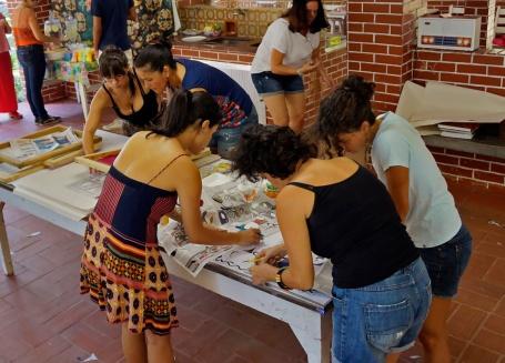 Confeccionando os moldes com jornal